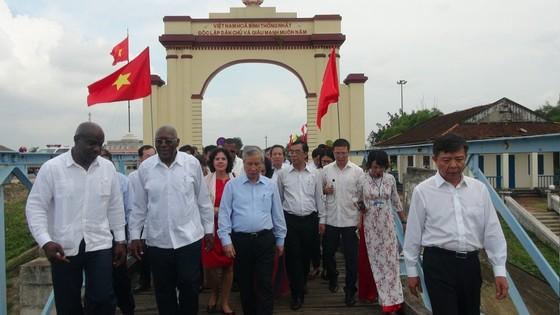 Đoàn đại biểu Đảng, Nhà nước Cuba thăm các di tích lịch sử cách mạng tại Quảng Trị ảnh 1