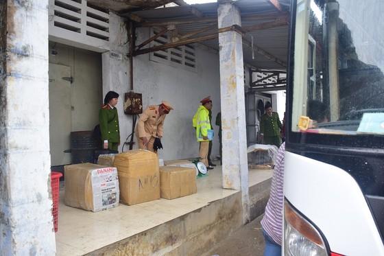 Phát hiện xe biển số Lào chở 2,5 tấn nội tạng không rõ nguồn gốc ảnh 1