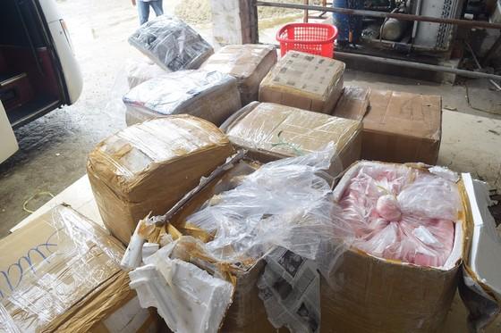 Phát hiện xe biển số Lào chở 2,5 tấn nội tạng không rõ nguồn gốc ảnh 2