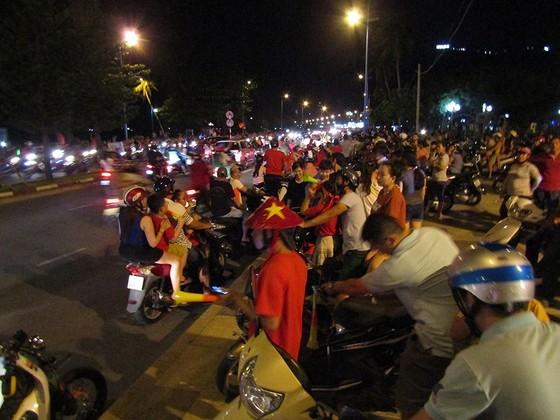 Nức lòng khi Việt Nam vào Chung kết AFF Cup ảnh 12