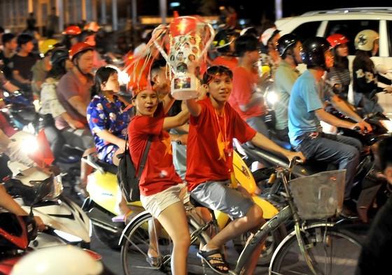 Nức lòng khi Việt Nam vào Chung kết AFF Cup ảnh 3