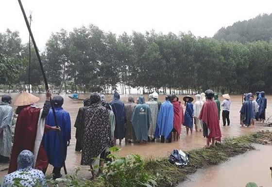 Nhiều khu vực tại Thừa Thiên - Huế bị chia cắt vì mưa lũ ảnh 3