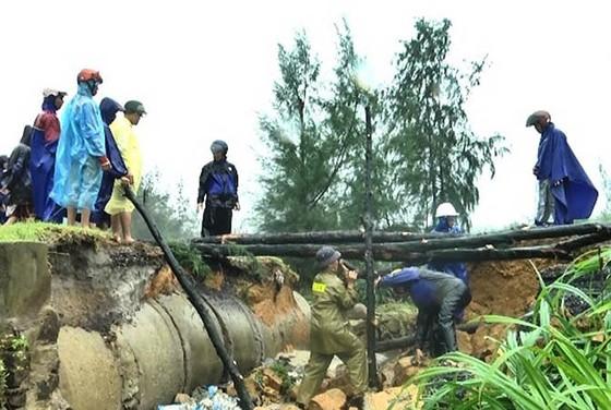 Nhiều khu vực tại Thừa Thiên - Huế bị chia cắt vì mưa lũ ảnh 6