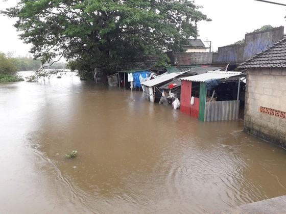 Nhiều khu vực tại Thừa Thiên - Huế bị chia cắt vì mưa lũ ảnh 1