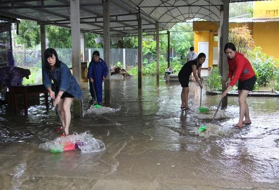 Điều tiết lũ qua tràn và tua bin hồ thủy điện lớn nhất Thừa Thiên – Huế ảnh 1