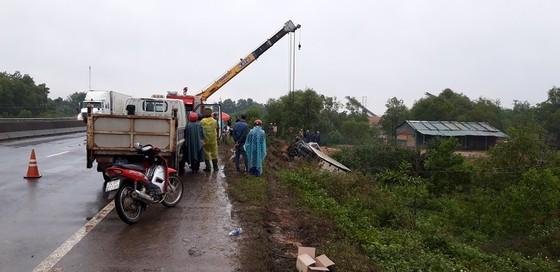 Ô tô lật nhào khiến 3 người thương vong  ảnh 3