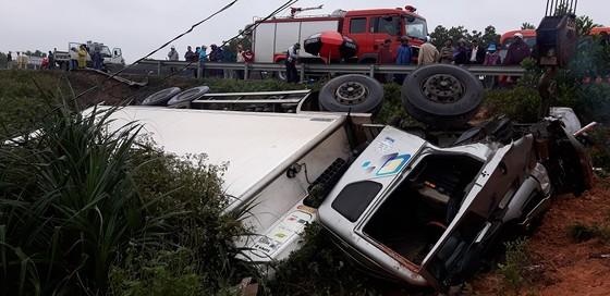 Ô tô lật nhào khiến 3 người thương vong  ảnh 2