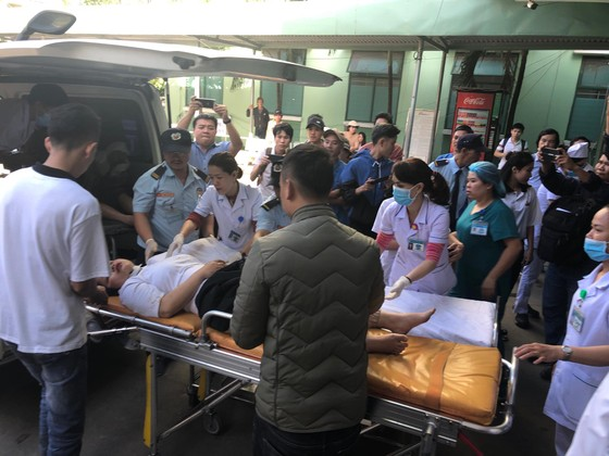 Xe khách chở 26 người rơi xuống vực đèo Hải Vân, đã có 1 người tử vong ảnh 7