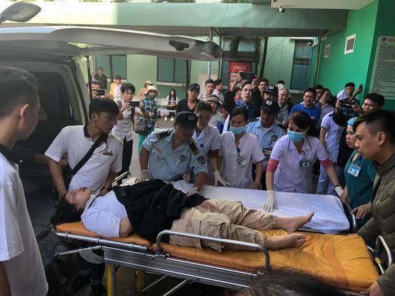 Xe khách chở 26 người rơi xuống vực đèo Hải Vân, đã có 1 người tử vong ảnh 9
