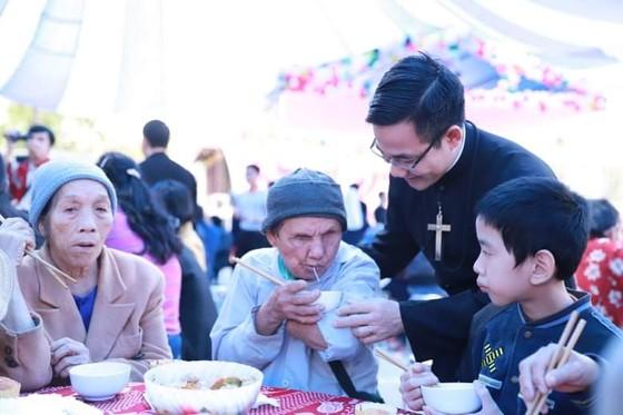 Chương trình Xuân yêu thương tặng quà cho 600 người nghèo, khuyết tật ảnh 3
