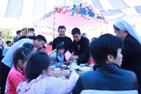 Chương trình Xuân yêu thương tặng quà cho 600 người nghèo, khuyết tật ảnh 2