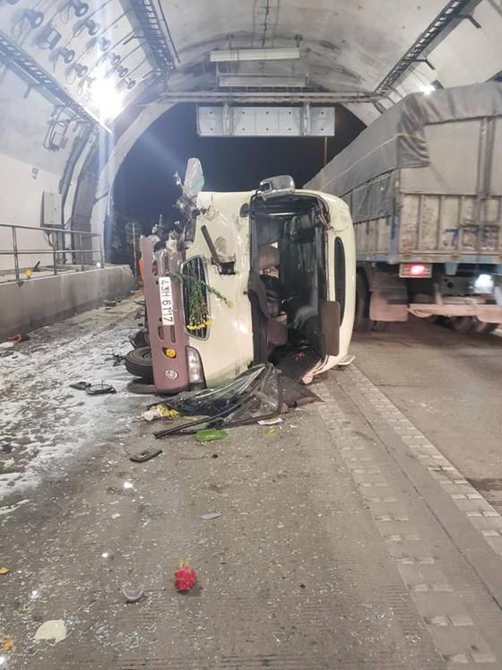Lật xe khách trong hầm Hải Vân khiến 5 người bị thương ảnh 2