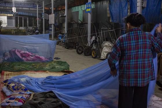 Nhọc nhằn phận nữ bốc vác tại chợ Đông Ba ngày giáp Tết   ảnh 3