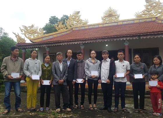Báo SGGP trao quà tết cho thân nhân các nạn nhân vụ TNGT ở Lương Điền ảnh 1