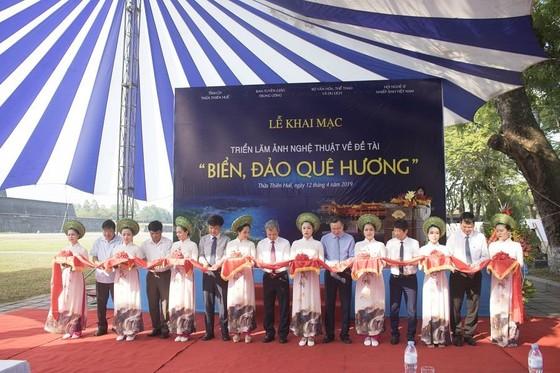 Giới thiệu biển đảo quê hương tại Quảng trường Ngọ Môn ảnh 1