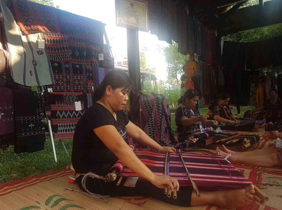 Lộng lẫy đêm khai mạc Festival nghề truyền thống Huế 2019 ảnh 1