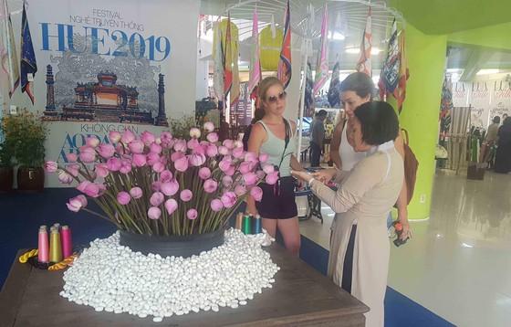 Lộng lẫy đêm khai mạc Festival nghề truyền thống Huế 2019 ảnh 4
