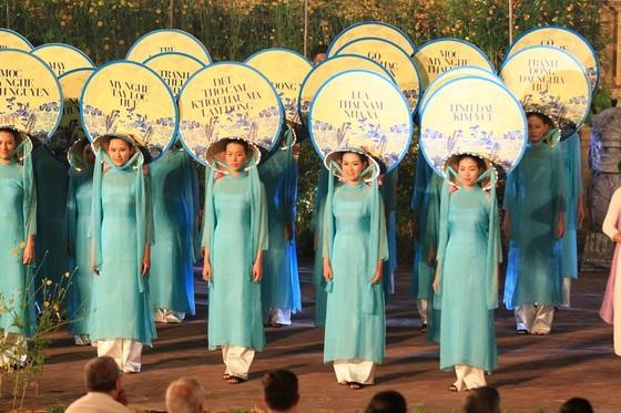 Lộng lẫy đêm khai mạc Festival nghề truyền thống Huế 2019 ảnh 6