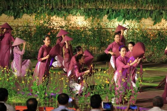 Lộng lẫy đêm khai mạc Festival nghề truyền thống Huế 2019 ảnh 9