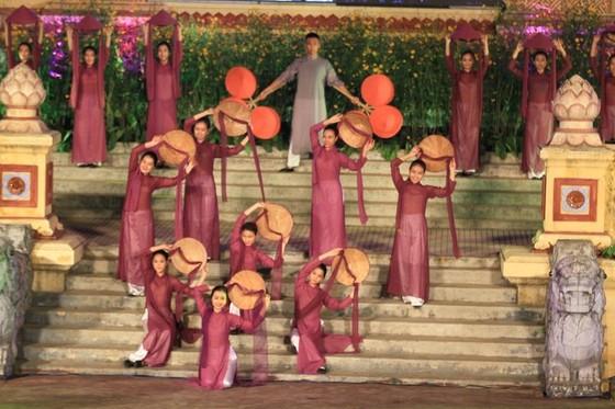 Lộng lẫy đêm khai mạc Festival nghề truyền thống Huế 2019 ảnh 7