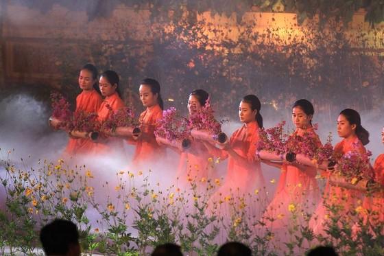 Lộng lẫy đêm khai mạc Festival nghề truyền thống Huế 2019 ảnh 8