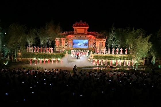 Lộng lẫy đêm khai mạc Festival nghề truyền thống Huế 2019 ảnh 10