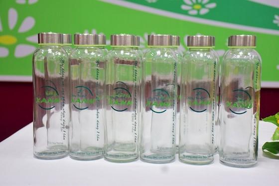 Thừa Thiên – Huế tiên phong dùng chai thủy tinh đựng nước uống cho các hội nghị ảnh 2