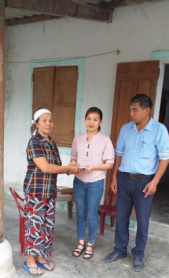 Báo SGGP trao tiền hỗ trợ cho người thân cụ Lê Thị Chạn ảnh 1