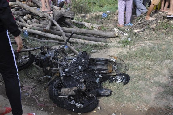Xe đầu kéo liên tiếp húc 2 xe máy và ô tô rồi bốc cháy khiến 3 người thương vong ảnh 3