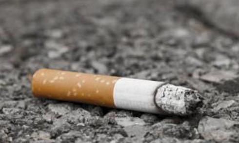 Vứt mẩu thuốc lá không đúng nơi quy định bị phạt từ 500.000 đồng đến 1.000.000 đồng ảnh 1