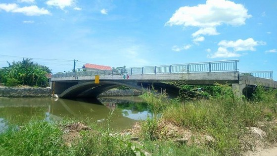 Thừa Thiên - Huế: Cầu 32 tỷ đồng xây xong chỉ để... ngắm ảnh 1