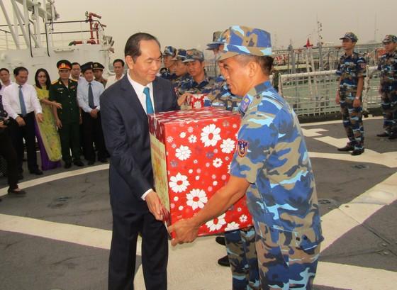 Chủ tịch nước thăm, chúc Tết cán bộ chiến sĩ Vùng Cảnh sát biển 3 ảnh 1