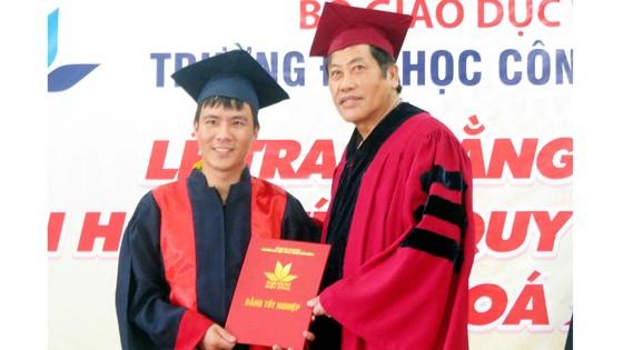 Đại học Công nghệ Miền Đông trao bằng Dược sĩ hệ chính quy khóa đầu tiên ảnh 1