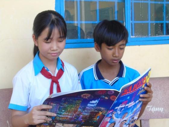 Báo SGGP trao học bổng cho học sinh nghèo hiếu học Bình Phước ảnh 2