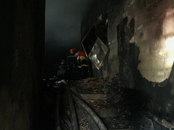 Hiện trường tan hoang của vụ cháy Karaoke Kingom Club ở Hà Tĩnh ảnh 4