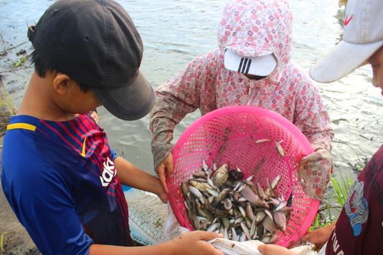 Người dân nô nức tham gia lễ hội đánh cá Đồng Hoa ở Hà Tĩnh ảnh 10