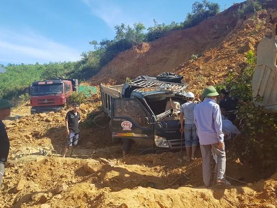 Sập mỏ, 2 xe tải bị vùi lấp cùng tài xế ảnh 3