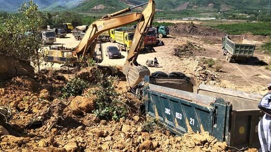 Sập mỏ, 2 xe tải bị vùi lấp cùng tài xế ảnh 5