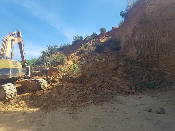 Sập mỏ, 2 xe tải bị vùi lấp cùng tài xế ảnh 11