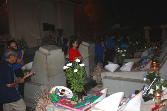 Gần 30.000 lượt người đến Ngã ba Đồng Lộc dâng hương tưởng niệm trong tháng 7 ảnh 1