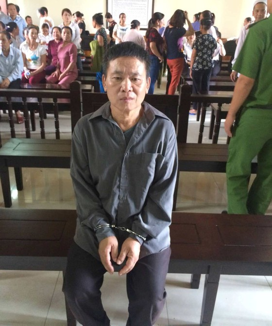 Lãnh 14 năm tù vì đâm chết hàng xóm hát karaoke gây ồn ảnh 1
