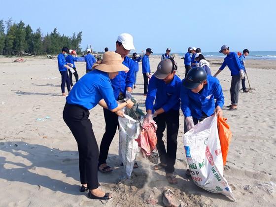 Hàng ngàn đoàn viên, thanh niên ra quân ngày tình nguyện làm cho thế giới sạch hơn ảnh 1