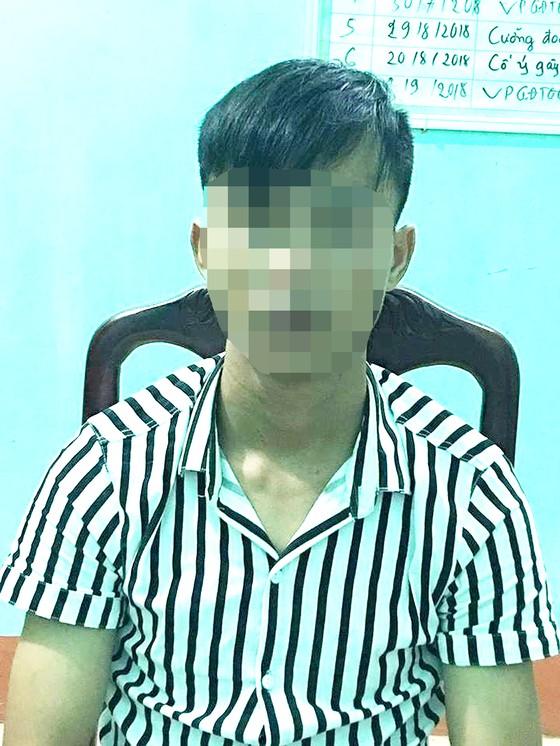 Bắt đối tượng chở cô gái 16 tuổi vào đường vắng để hiếp dâm ảnh 1