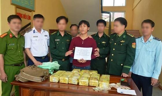 Mang gần 15kg ma túy đá từ Lào vào Việt Nam, một đối tượng lãnh án tử hình ảnh 1