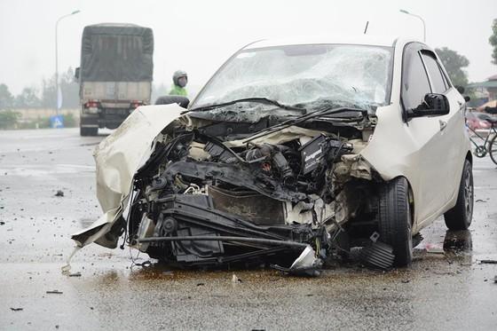 Liên tiếp xảy ra tai nạn giao thông trên quốc lộ 1A ở Hà Tĩnh ảnh 1