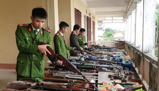 Thu hồi hơn 200 khẩu súng và nhiều vũ khí, công cụ hỗ trợ ảnh 2