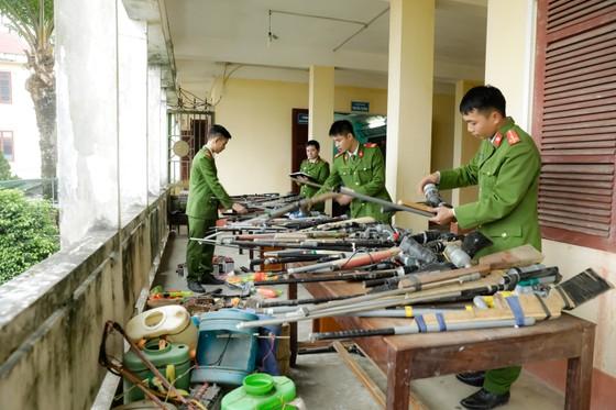 Thu hồi hơn 200 khẩu súng và nhiều vũ khí, công cụ hỗ trợ ảnh 1