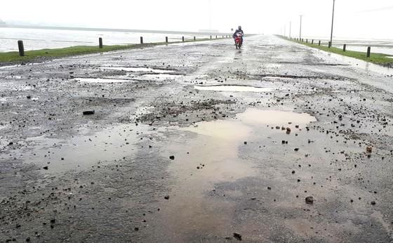 Tan nát tuyến đường ở Khu kinh tế Vũng Áng ảnh 4