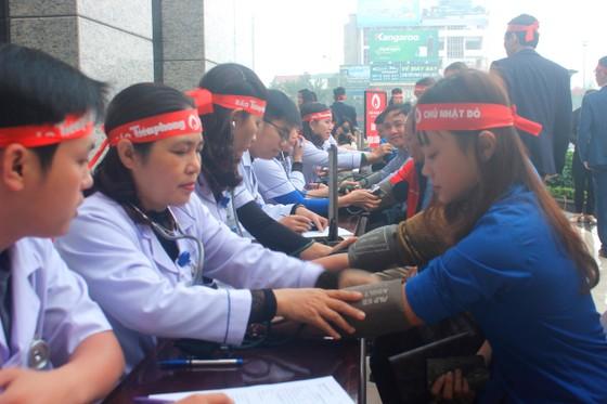 Hàng ngàn người tham gia hiến máu tình nguyện ở Hà Tĩnh ảnh 3