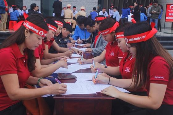 Hàng ngàn người tham gia hiến máu tình nguyện ở Hà Tĩnh ảnh 2